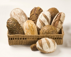 Various_types_of_bread_in_a_basket-300x242